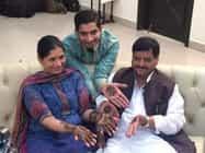 सैफईः बेटे की शादी में शिवपाल यादव ने लगवाई मेहंदी