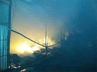 इलाहाबाद की नैनी मंडी में फिर लगी आग, 11 दुकानें खाक