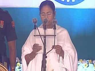 ममता ने ली पश्चिम बंगाल के सीएम पद की शपथ, 18 नये चेहरों को मौका