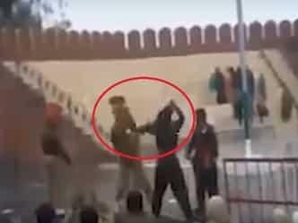 VIDEO: पाक रेंजर ने मारी कोहनी तो भारतीय सैनिक ने जड़ दिए मुक्के