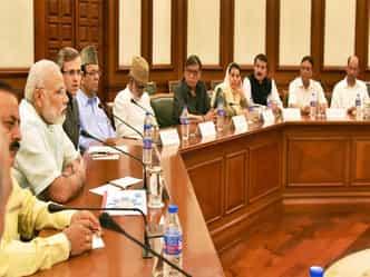 कश्मीर समस्या का समाधान संविधान के दायरे में हो : मोदी