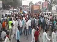 VIDEO: मैनपुरी और एटा में शिवपाल के समर्थकों ने किया प्रदर्शन