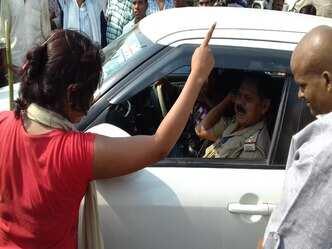 फिरोजाबाद में करंट से मौत पर गुस्साए लोगों ने जाम लगाया