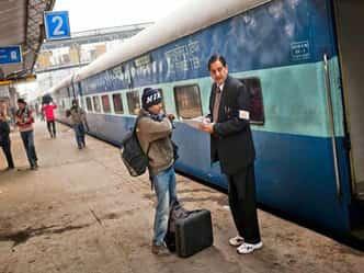 संभल के! रेलवे ने बदल दिए हैं कुछ ज़रूरी नियम, क्लिक कर जान लीजिए