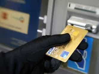 19 बैंकों के 32 लाख डेबिट कार्ड्स खतरे में, जानिए क्या करें-कैसे बचें