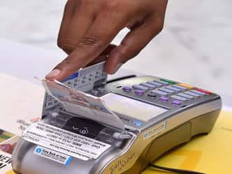 आपके ATM पर है साइबर चोरों की नजर, जानें क्या है सरकार की चेतावनी