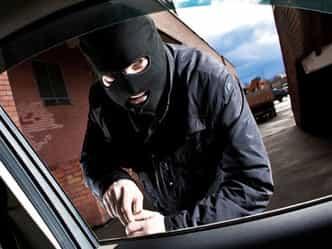 ...और कार ने ही चोर को कर लिया कैद, पहुंचा दिया हवालात!