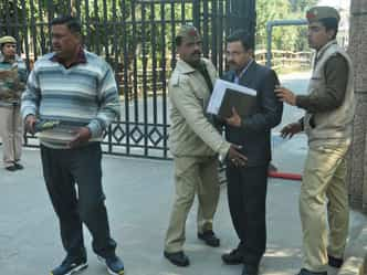 अमरोहा में भाजपा के दो व बसपा के तीन प्रत्याशियों ने नामांकन किया