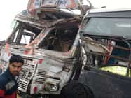 गोरखपुर से अयोध्या जा रही बस ट्रक से टकराई, 8 की मौत 27 घायल