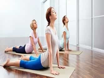 आर्थ्राइटिस, कमरदर्द, गिरते बाल इन समस्याओं को दूर करेंगे ये योगासन