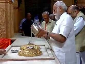 गुजरात दौरे पर पीएम मोदी, सोमनाथ मंदिर में की विशेष पूजा-अर्चना