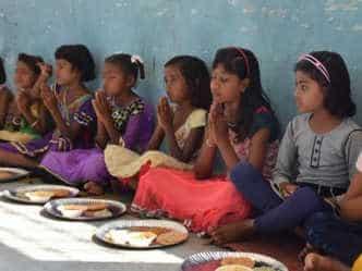 कन्या भोज के बिना अधूरी रह जाती है नवरात्रि पूजा