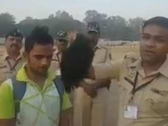 धोखेबाजी: पुलिस भर्ती में अधिक लंबा दिखने के लिये युवक ने पहनी विग
