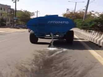 VIDEO: नोएडा में पानी की कमी, फिर भी कुछ इस तरह हो रहा है बर्बाद