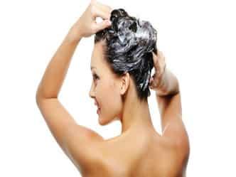 आयुर्वेदिक उपाय: ऐसे कम होगा आपके बालों का झड़ना