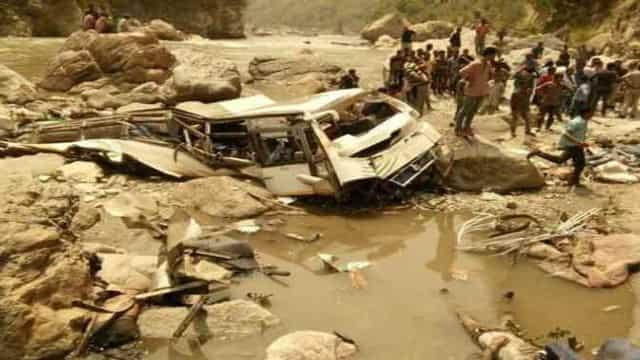 दर्दनाक हादसाः उत्तराखंड-हिमाचल सीमा पर बस खाई में गिरी, 44 की मौत, 10 घायल