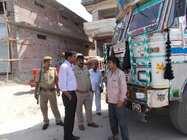 मैनपुरी में खनन कर लाई गई बालू के पांच ट्रक पकड़े गए