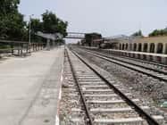 रेलखंड पर ट्रेन परिचालन को लेकर उपवास सत्याग्रह जारी
