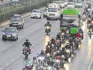 दिल्ली एनसीआर में हुई बूंदा-बांदी, मौसम हुआ सुहाना