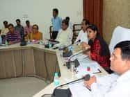 बरेली में डीएम ने अफसरों के मुख्यालय छोड़ने पर लगाई पाबंदी