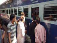 HAJIPUR : बर्थ टूटा, महिला गिरी, रेलमंत्री के ट्वीट पर मचा हड़कंप