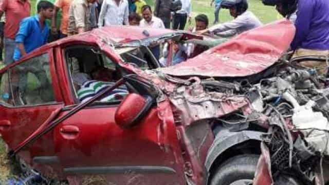 Sultanpur, roadways bus, car, accident