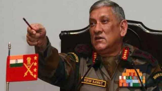 डिफेंसः सेना ने प्रमुख कहा- पत्थरबाज गोलियां चलाएं तो अच्छा होगा, फिर हम वो कर सकेंगे जो चाहते हैं