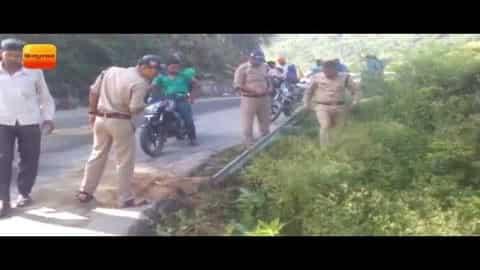 बाइक सवार पति-पत्नी को घसीटता ले गया ट्रक II Truck collision in kirtinagar, Uttarakhand