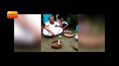 जमशेदपुर : सांपों को गले में लपेटकर निकाली पालकी यात्रा II snake are wrapped in the neck , Jharkhand