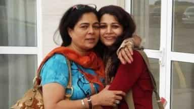 बेटी का दर्द: रीमा लागू की मौत के बाद बेटी का बड़ा बयान, कम उम्र में...