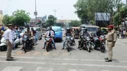 जेब्रा क्रासिंग से पहले ही पुलिस ने रोके वाहन