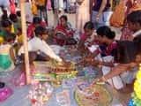 दीपावली आज, बाजारों में लोगों ने खूब की पटाखों की खरीदारी