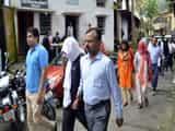 सोना तस्करों को न्यायिक हिरासत में जेल भेजा