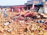 ओरछा में विस्फोट के बाद ढह गया पूरा मकान।
