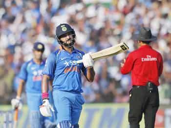 सेंचुरी पूरी करने के बाद युवी को देखकर कई क्रिकेट फैन्स भी इमोशनल हो गए। युवी के बल्ले से 6 साल बाद वनडे सेंचुरी निकली।