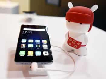 इस स्मार्टफोन को 3 संस्करण में पेश किया गया है। पहला संस्करण 2 जीबी रैम और 32 जीबी रोम वाला है ,जिसकी कीमत 9,999   रुपये है। इसी तरह से 3 जीबी रैम और 32 जीबी रोम वाले मॉडल की कीमत 10,999 रुपये और 4जीबी रैम एवं 64 जीबी रोम वाले   स्मार्टफोन की कीमत 12,999 रुपये है।