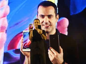 शिओमी के उपाध्यक्ष हुगो बारा ने इस नये स्मार्टफोन को पेश करते हुये कहा कि इसमें क्वॉलाकाम स्नैपड्रैगन 625 प्रोसेसर है जो रेडमी   नोट 3 की तुलना में इसके बैटरी की दक्षता में 25 फीसदी की बढ़ोतरी करता है। इसमें 5.5 इंच का स्क्रीन है।