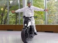VIDEO: Honda लाया है ऐसी Super Bike जो कभी नहीं गिरेगी!