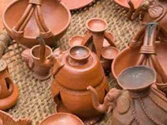 घर में रखे मिट्टी के बर्तन चमका सकते हैं आपका भाग्य