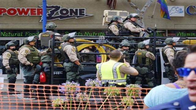 कार में था हथियारों का जखीरा और बम बनाने का सामान, हुआ गिरफ्तार