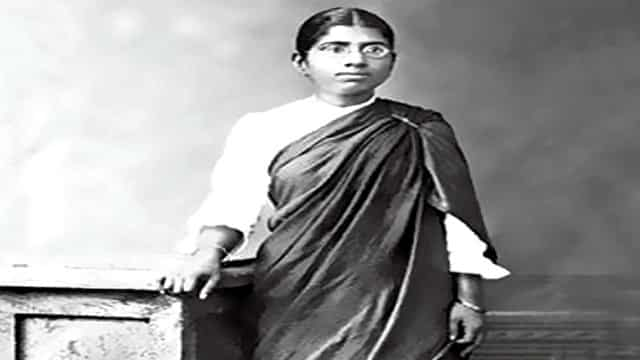muthulakshmi reddy In which year muthulakshmi reddy founded the avvai home at  dr muthulakshmi reddy was instrumental in starting the cancer institute in.