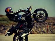 ब्वॉयफ्रेंड से बोली छात्रा दिखाओ खतरनाक स्टंट, बाइक से गिरने पर मौत