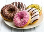 बिना हाथ लगाए जैम-डोनट खाने का रिकॉर्ड