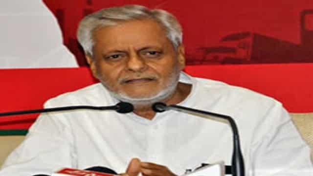 सपा नेता राजेंद्र चौधरी के बिगड़े बोल, पीएम मोदी-शाह को कहा आतंकी