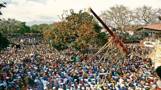 अनोखी परंपराओं को समेटे है देहरादून का ऐतिहासिक झंडा मेला