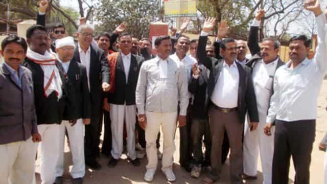 सोनभद्र में अधिवक्ता बिल में संशोधन के विरोध में वकीलों का प्रदर्शन