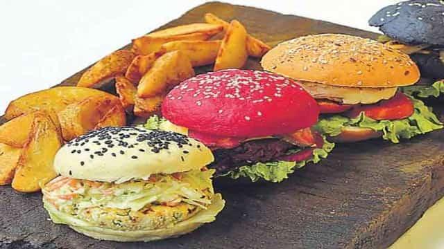 एक मिनट में सबसे ज्यादा हैमबर्गर खाने का गिनीज विश्व रिकार्ड