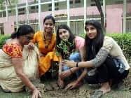 'हिन्दुस्तान' के साथ गुरुग्राम वासियों ने बेटियों के नाम लगाए पौधे