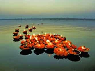 इस दिन गंगा स्नान करने से दस पापों से मिलती है मुक्ति