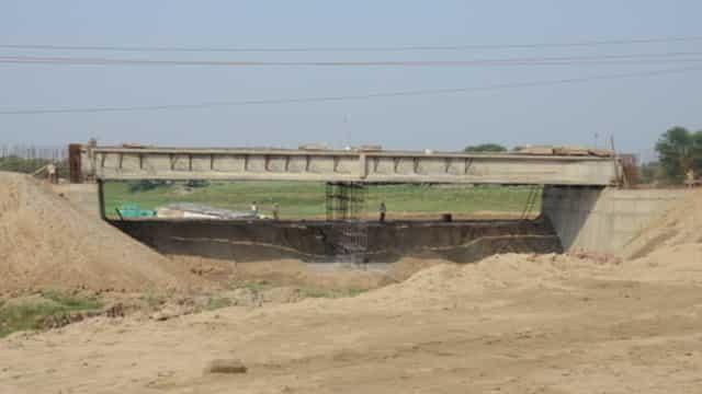 दो गच्छी के पास पुल निर्माण पूरा, मिट्टी भराई का काम अधूरा